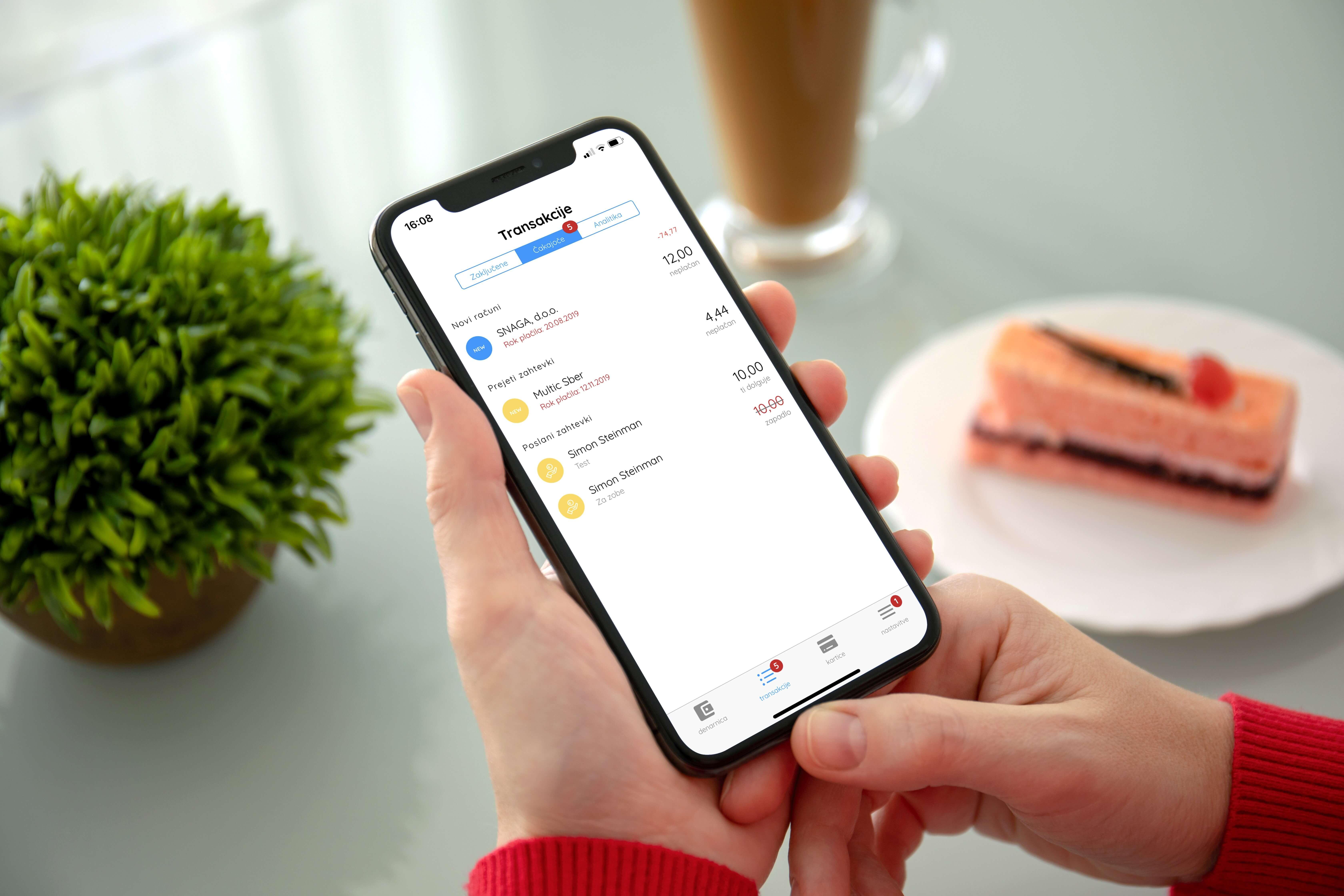 Pošiljanje zahtevka za vračilo denarja s telefonom je hitro in preprosto.